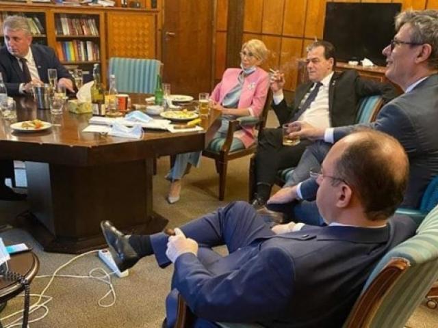 Poliția i-a amendat pe toți miniștrii din fotografia de la aniversarea lui Ludovic Orban