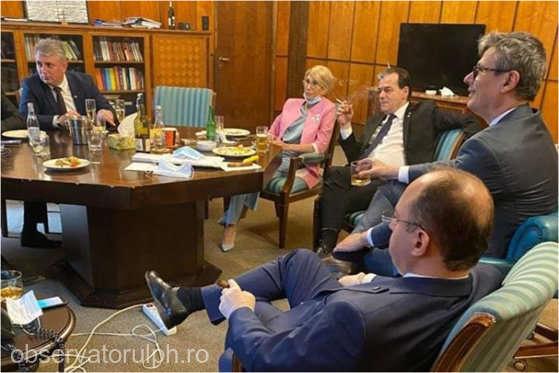 Poliţia Capitalei: Cinci membri ai Executivului, amendaţi pentru nepurtarea măştii şi fumat..