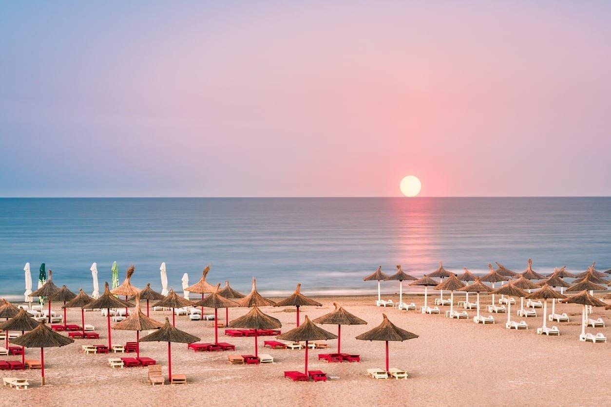 Klaus Iohannis: Din 1 iunie câteva activități interzise redevin posibile: se redeschid terasele, se va putea merge la plajă, se reiau spectacolele în aer liber, iar deplasările între localități vor fi permise fără declarație – Jurnalul de Ilfov