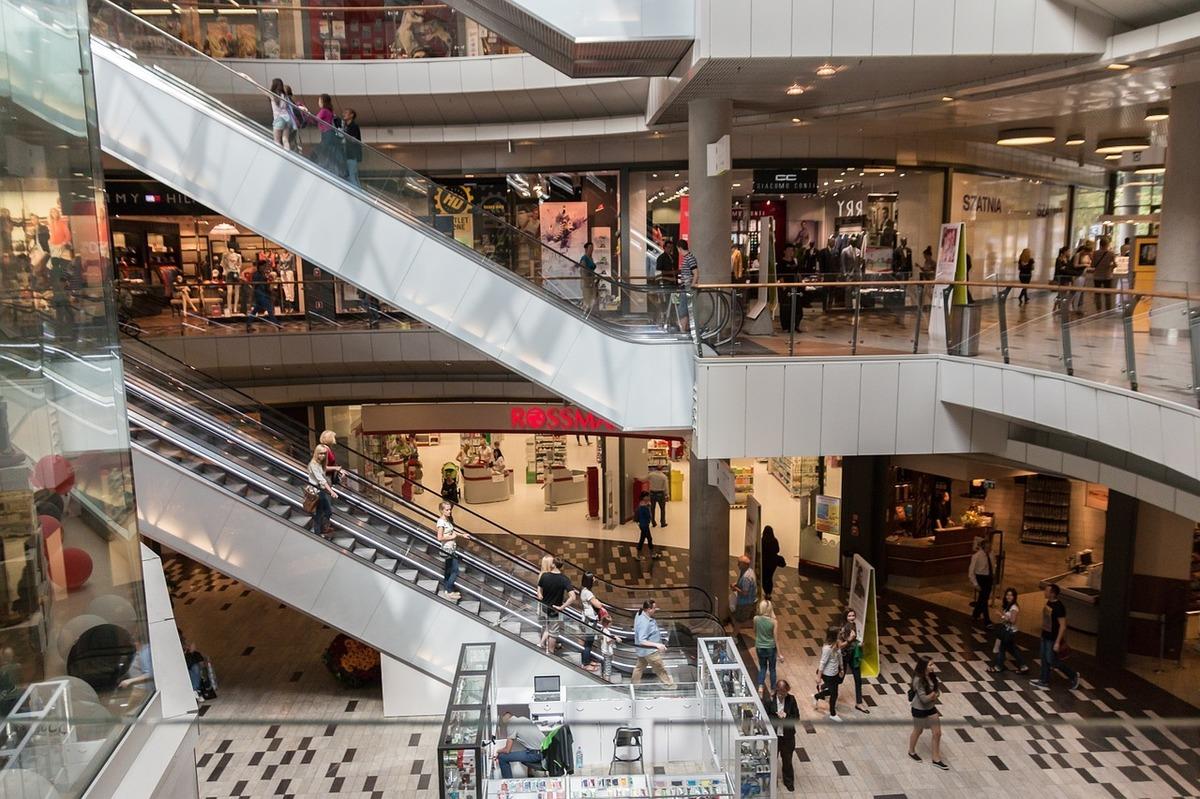 Ministrul Economiei anunță când pot fi deschise mall-urile