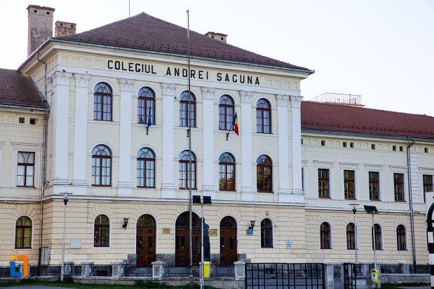 """De luni, și Colegiul Național """"Andrei Șaguna"""" intră în online. Au fost confirmate 3 cazuri de COVID-19 – Biz Brasov"""