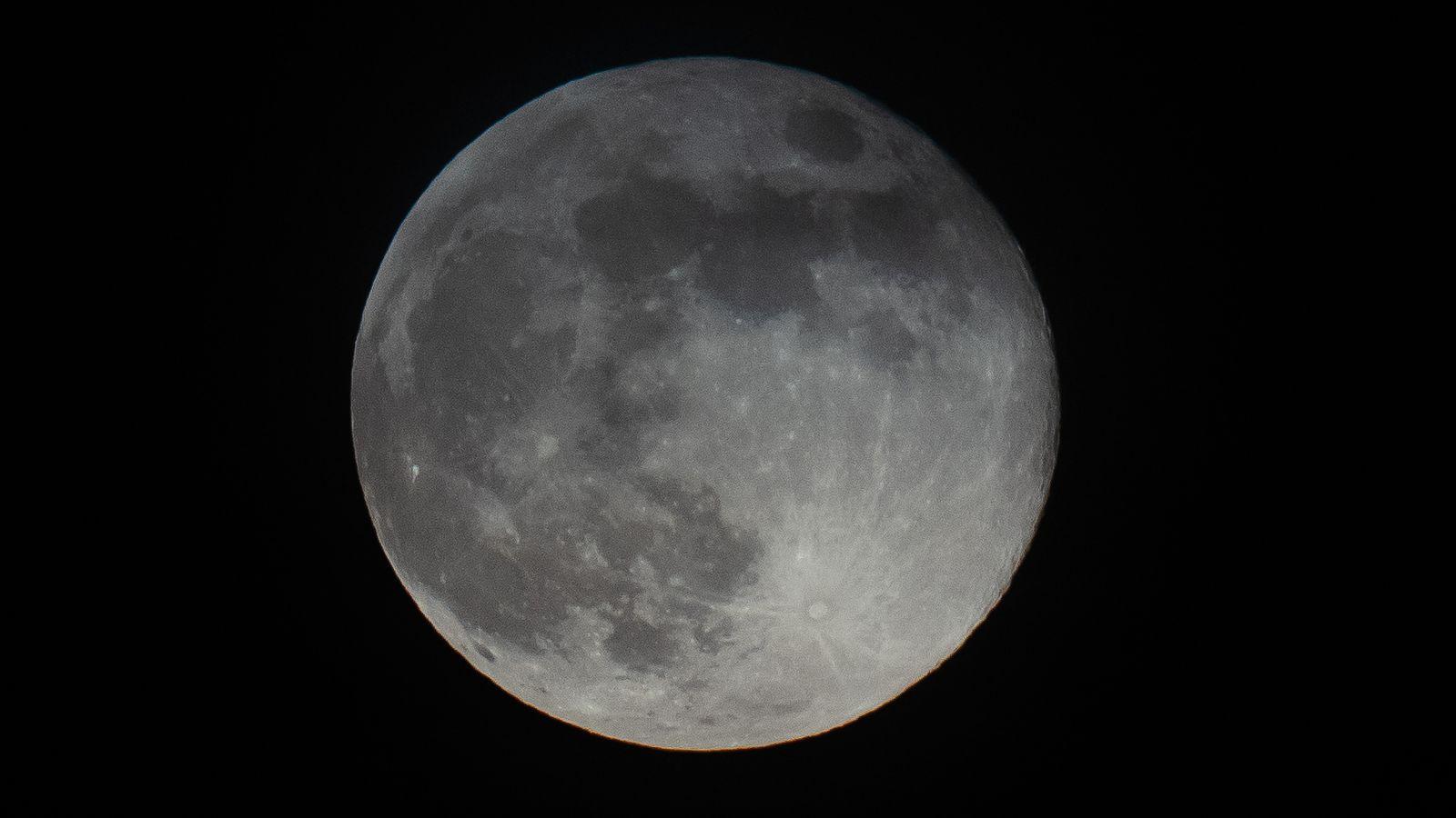 Apă pe Lună