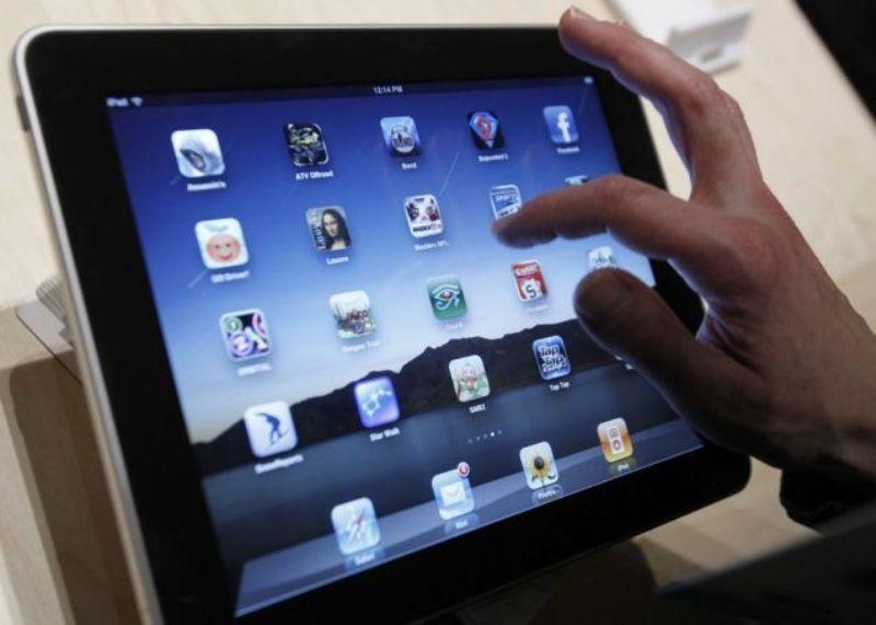 Școlile din municipiu Brașov au fost dotate azi cu tabletele necesare desfășurării școlii online. În restul școlilor din județ, distribuirea se va face săptămâna viitoare – Biz Brasov