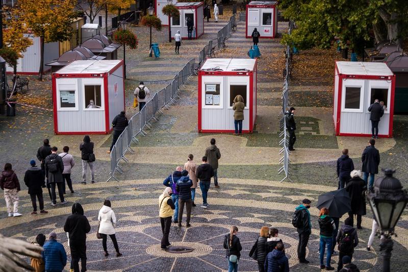 Se poate! Jumătate din populație a fost testată sâmbătă, în Slovacia. Testarea a fost gratuită și voluntară