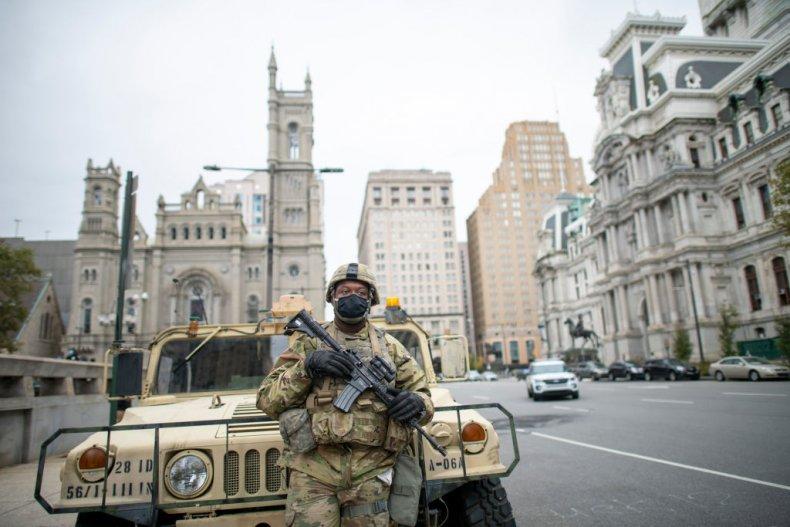 ALEGERI SUA. Trupele americane se pregătesc ca de invazie: Garda Națională patrulează cu blindate în Philadelphia și Chicago. Magazinele din Washington și NYC se baricadează de teama războiului urban al gherilelor Soros – BLM