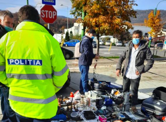 VIDEO Administratorul Târgului de Vechituri din Astra a fost amendat cu 10.000 de lei pentru redeschiderea pieței/ Alte 11 persoane au primit amenzi pentru că nu purtau mască – Biz Brasov