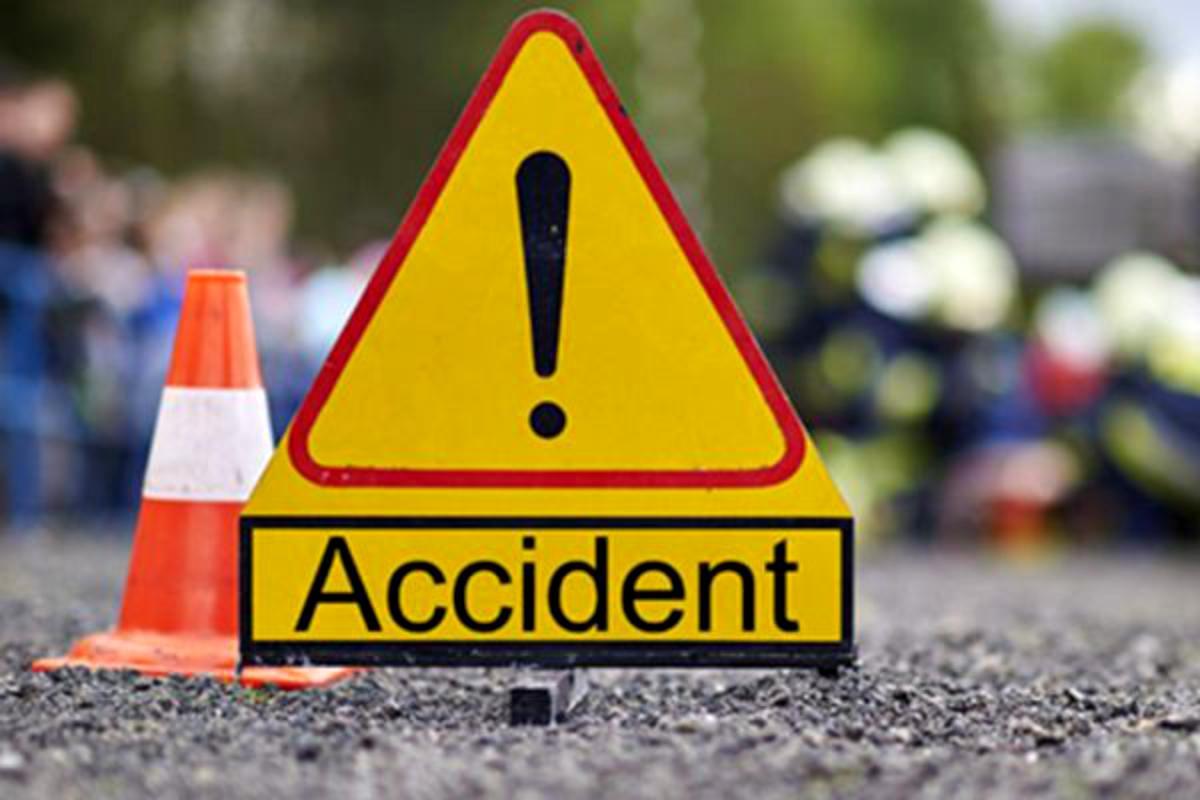 Gorj: Un tânăr a ajuns la spital după ce a intrat cu mașina într-un cap de pod
