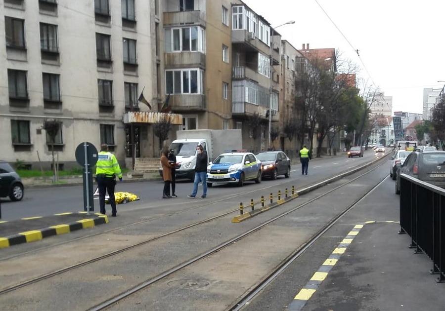 O nouă tragedie în Oradea: I s-a făcut rău în stația de tramvai și a murit!