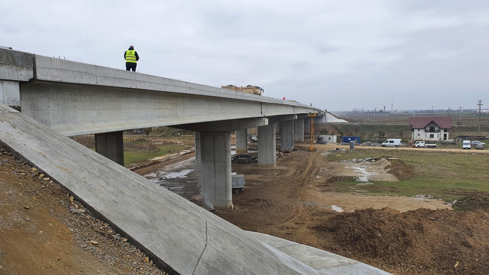Primele teste de rezistență ale pasajului de 300 de metri de pe bucata de autostradă Râșnov – Cristian au fost trecute – Biz Brasov