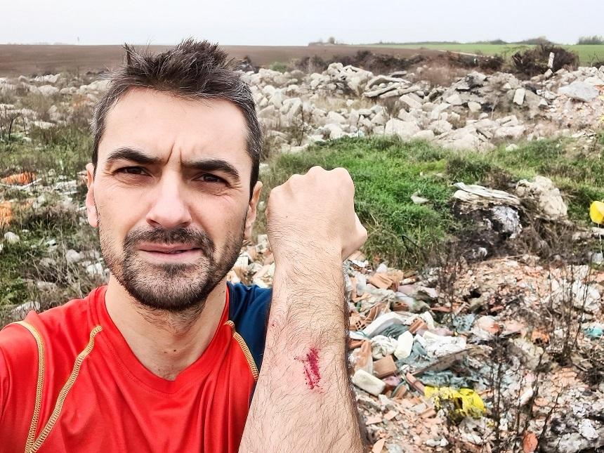 Activistul de mediu acuză că angajaţi ai Primăriei Corbeanca descarcă ilegal deşeuri