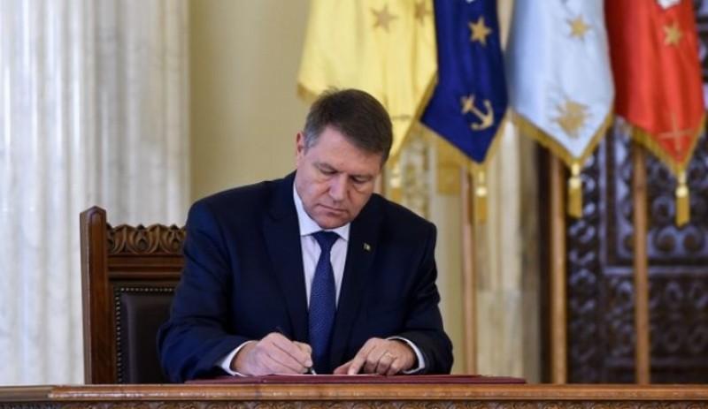 Iohannis n-a mai avut încotro: A semnat după ce s-a făcut de cacao!