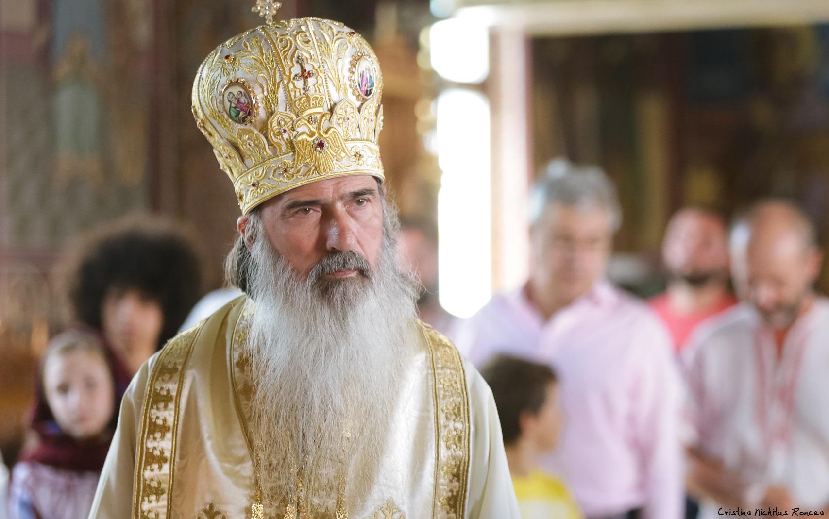 ÎPS Teodosie, după ce a fost din nou hărțuit de Poliție, la o înmormântare: Ne exprimăm dreptul nostru de a ne închina la Sfântul Andrei și îi chem pe toți românii să se închine. Acesta e lucrul lui Dumnezeu, pe care nimeni nu poate să-l strice
