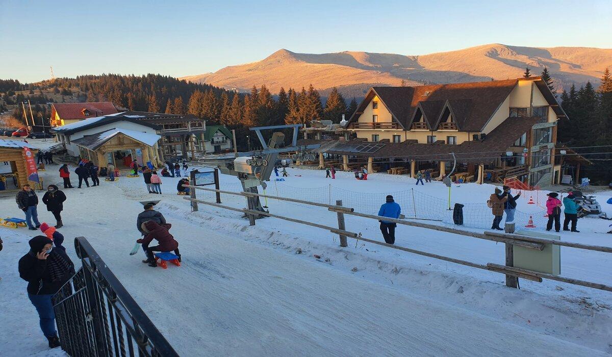 Gorj: Se schiază pe pârtia din centrul stațiunii Rânca – GAZETA de SUD
