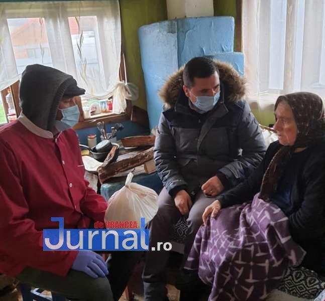 FOTO: Primăria Vizantea-Livezi se implică în distribuirea meselor calde pentru bătrânii de peste 75 de ani fără venituri sau cu venituri mici   Jurnal de Vrancea – Stiri din Vrancea si Focsani