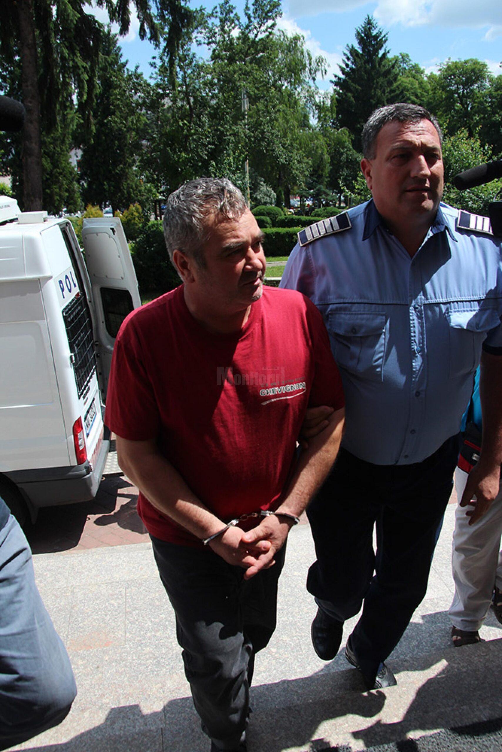 Vasile Lavric mancatorul de femei de la Radauti saltat si dus la audieri la Bucuresti