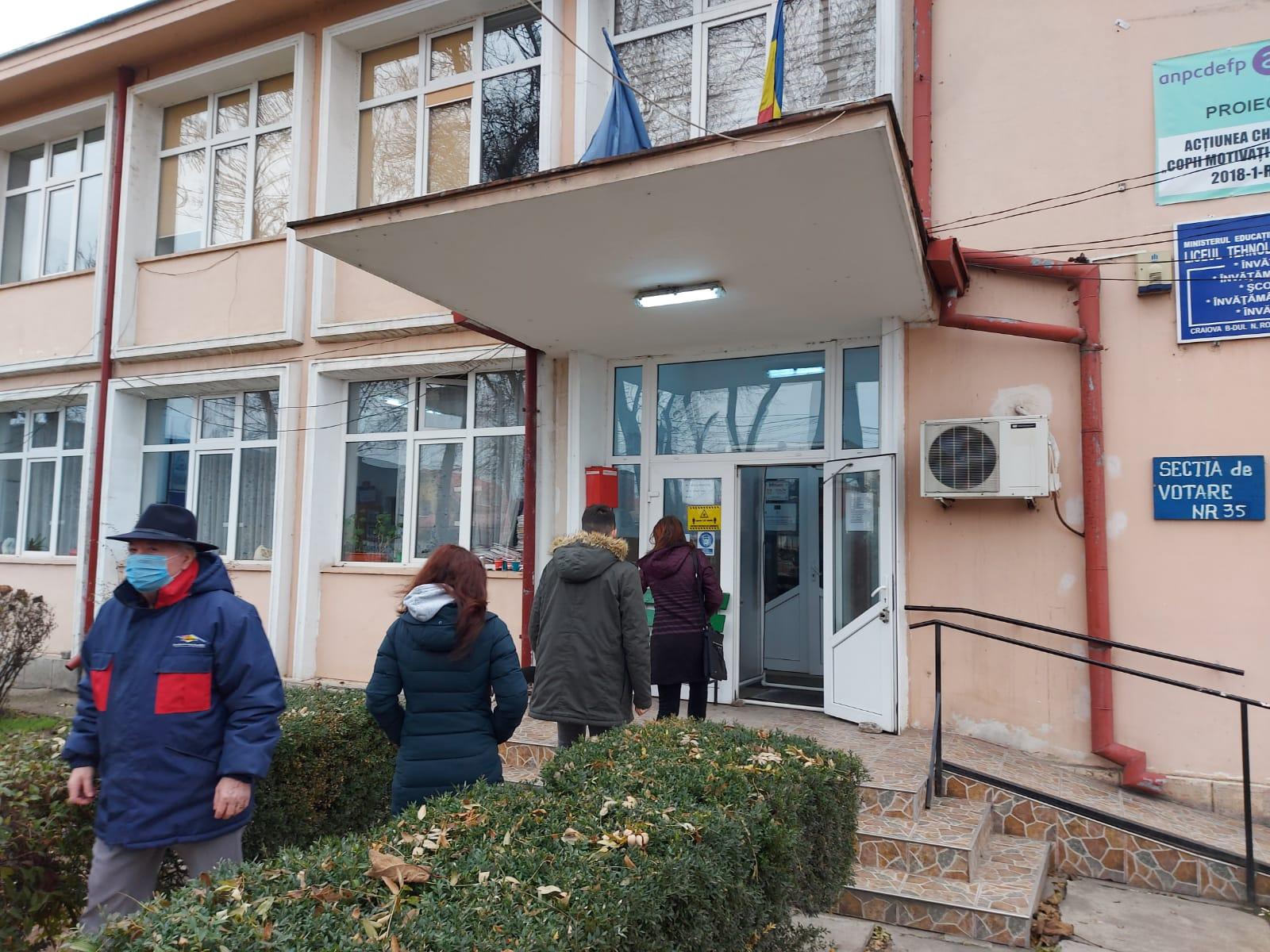 Doljul s-a îmbrăcat în roșu complet după Moș Nicolae – GAZETA de SUD