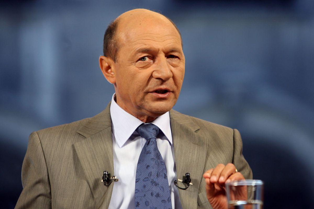 Ajunge cât rău a făcut Țării, lăsați-l pe tataia Băsescu să se odihnească
