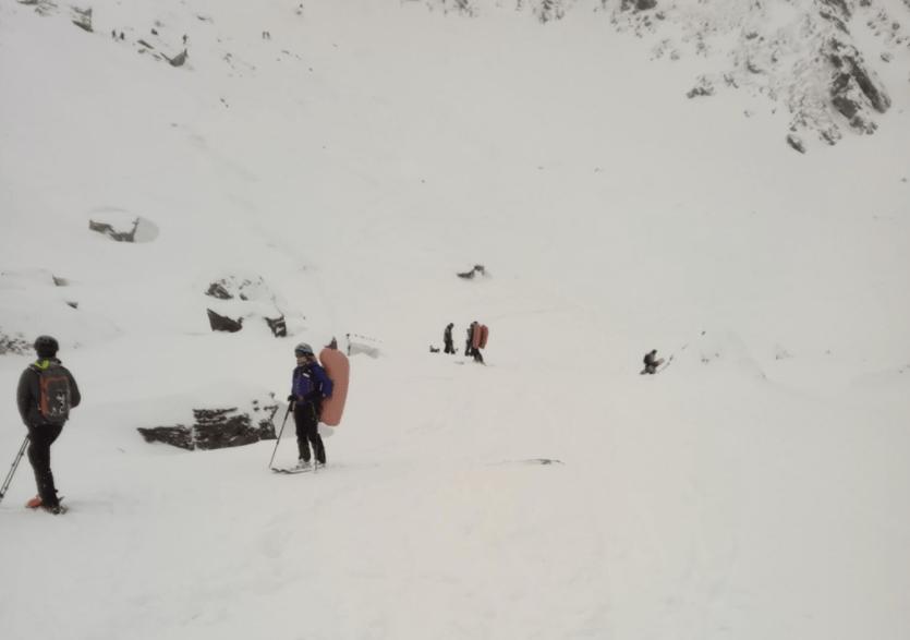Doi schiori prinși într-o avalanșă în Munții Făgăraș au reușit să se salveze singuri – Biz Brasov