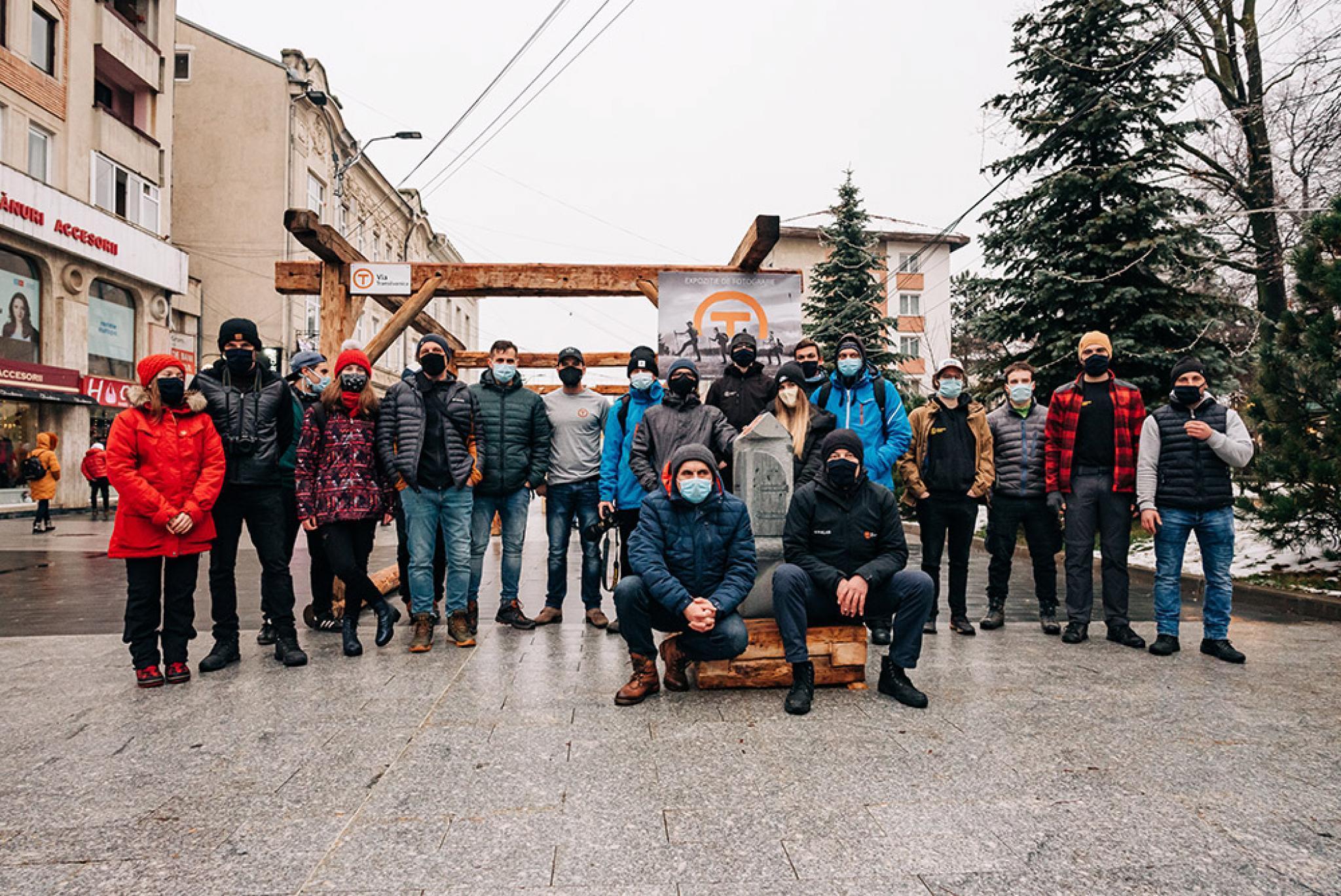 O portiune din Via Transilvanica recreata in centrul Sucevei printr o inedita expozitie de fotografie