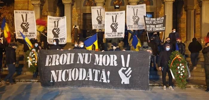 Eroii nu mor niciodata si pacat de sangele varsat. Suporterii i-au cinstit prin mars pe cei cazuti in Revolutia din Decembrie 89 de la Timisoara. Foto si video | OpiniaTimisoarei.ro