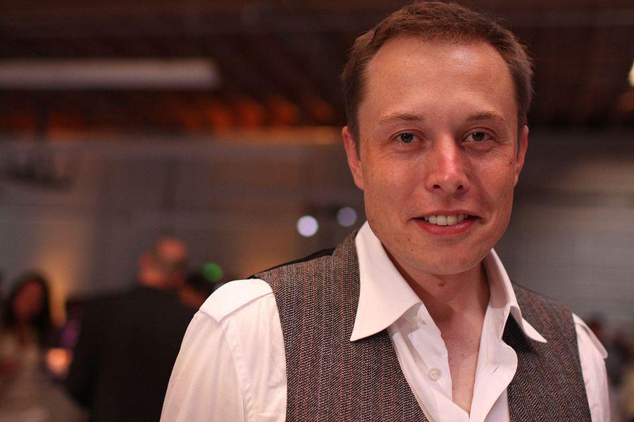 Elon Musk, în centrul unei noi controverse: CEO-ul Tesla a ridiculizat pronumele folosite de persoanele transgen / Imaginea de la care au pornit nemulțumirile