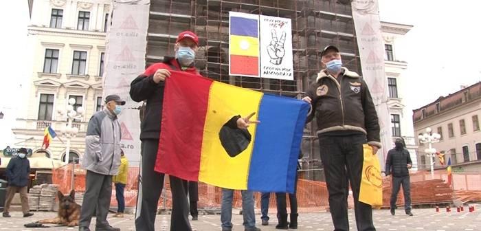 Au sunat sirenele, din nou, in Piata Operei din Timisoara, pe 20 Decembrie. 31 de ani de cand am devenit primul oras liber de comunism din Romania. Foto si video | OpiniaTimisoarei.ro
