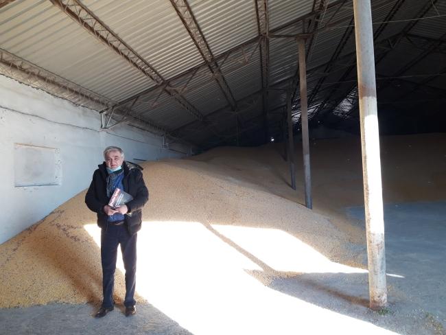 Fermierul Balint Petrescu din Peciu Nou a vândut două trenuri de grâu și porumb în 2020