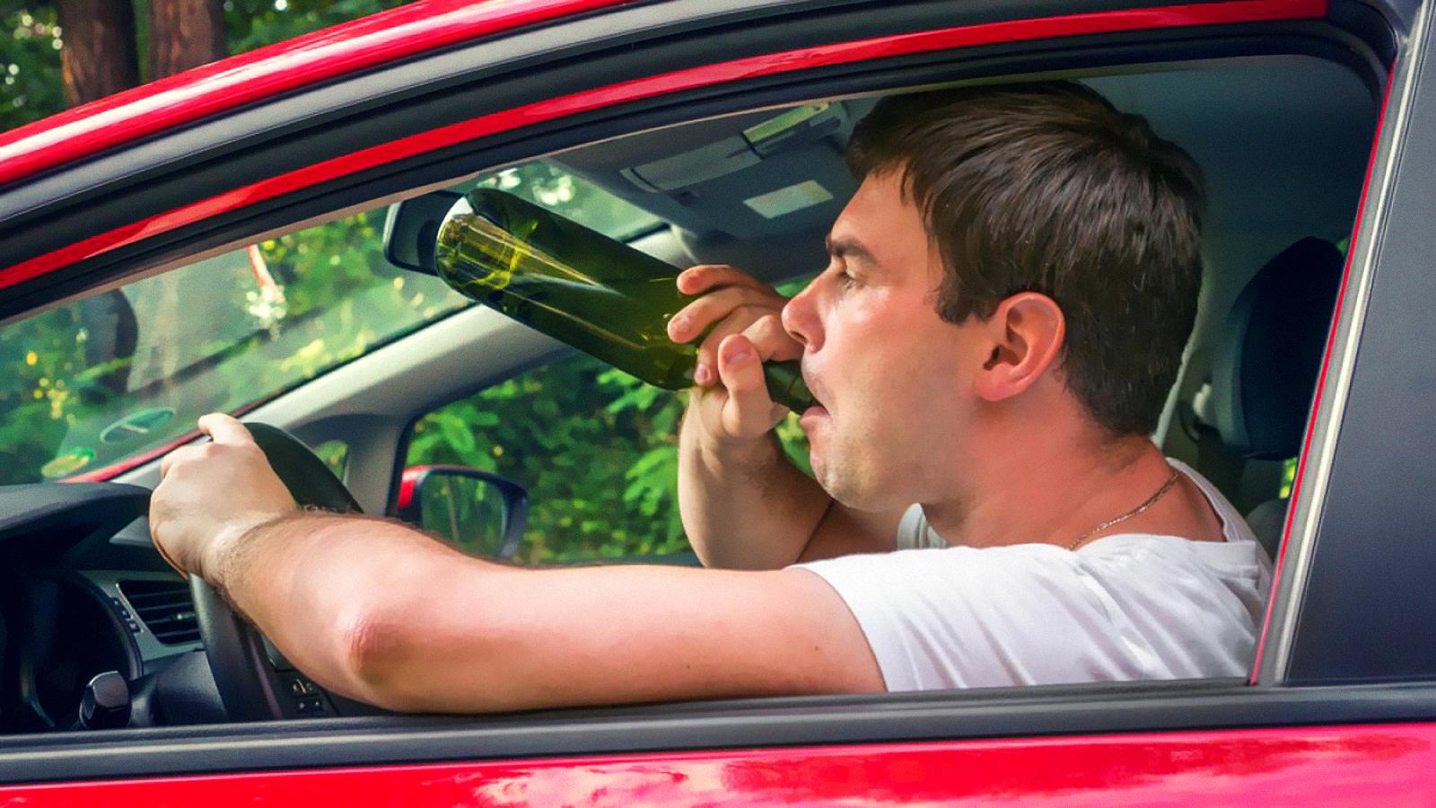 În cât timp iese alcoolul din organism dacă vrei să te urci iar la volan. Ce spune Codul Rutier despre cât poți să bei