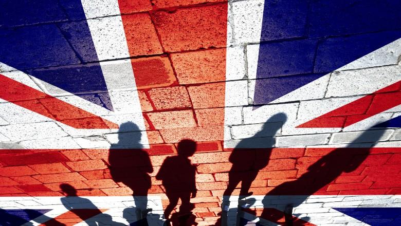 Noua tulpină a SARS-CoV-2 din UK provoacă panică în Europa. Țările care iau în calcul noi restricții