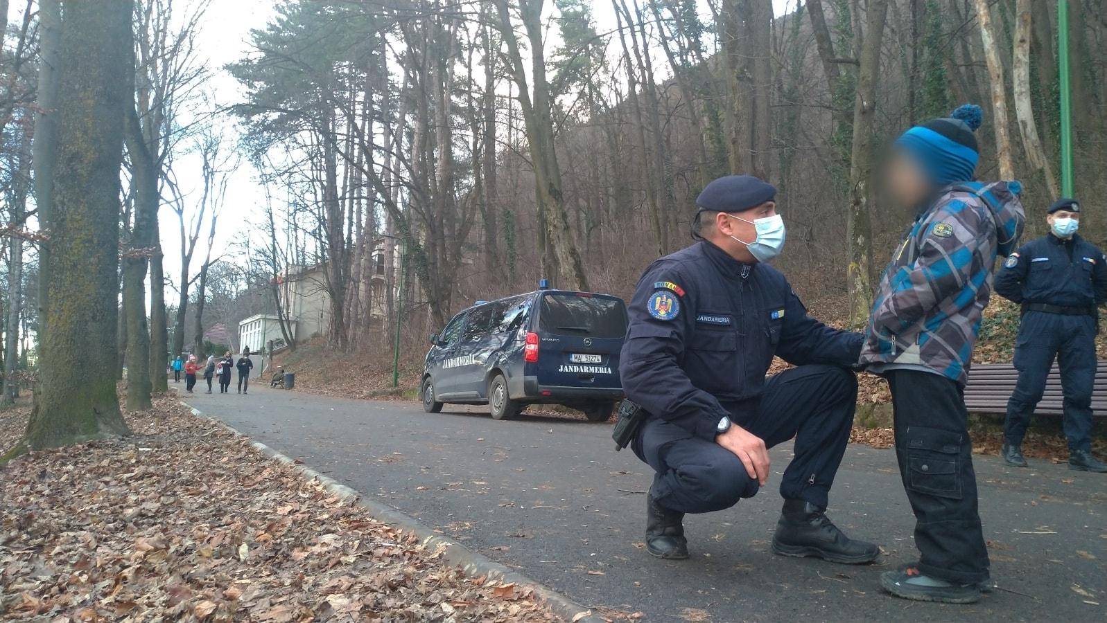 Un băiețel de 5 ani, care se rătăcise aseară Sub Tâmpa, a avut norocul să se întâlnească cu un echipaj al Jandarmeriei. Micuțul era înfrigurat și încerca să găsească drumul spre… Postăvarul – Biz Brasov