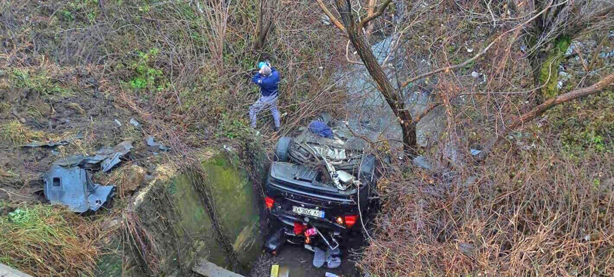 Un politist de frontiera a zburat cu BMW ul intr un sant Politistii de la circulatie au constatat ca era baut