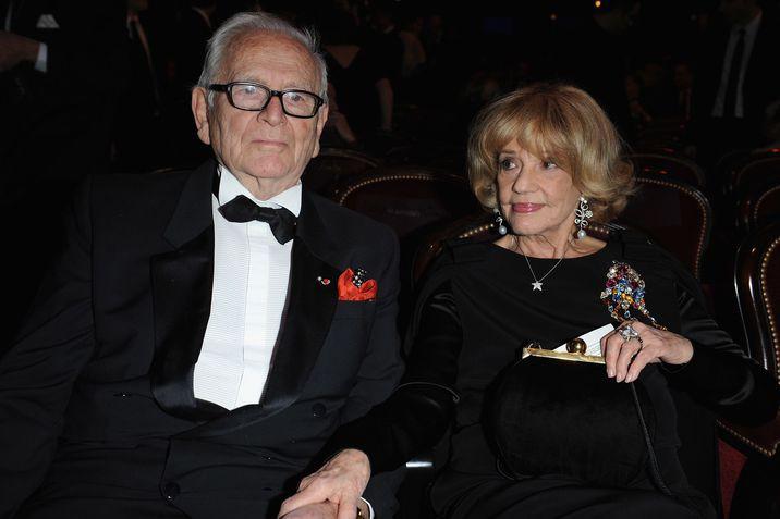 Controversata iubire a lui Pierre Cardin cu actriţa Jeanne Moreau, în timp ce designerul trăia cu asistentul său