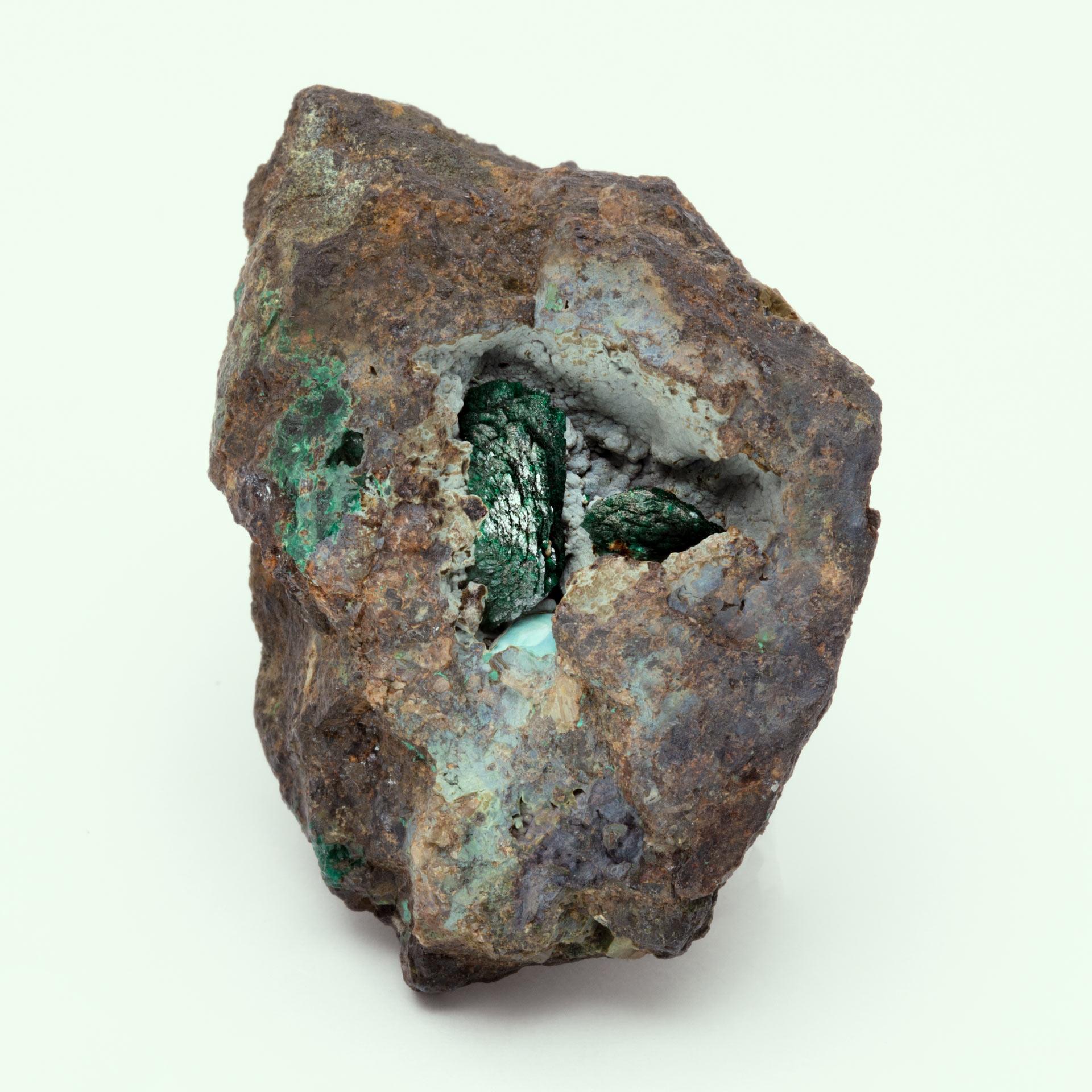 Un nou tip de mineral a fost găsit pe o piatră veche de peste 200 de ani