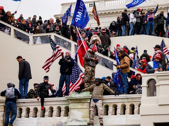 America, în stare de șoc: Patru morți, după ce partizanii pro-Trump au invadat Capitoliul. Video
