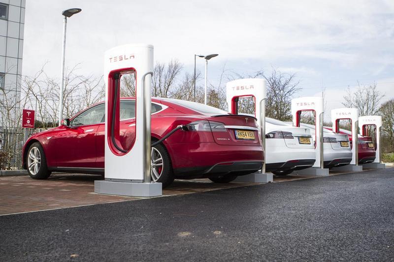 Tesla face angajări la Timişoara, pentru a dechide prima staţie Supercharger
