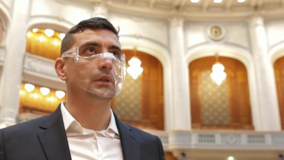 (FOTO) Un exemplu pentru politicieni: George Simion (AUR) merge cu metroul la muncă