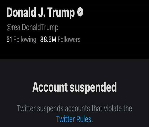 Twitter a suspendat definitiv contul lui Donald Trump