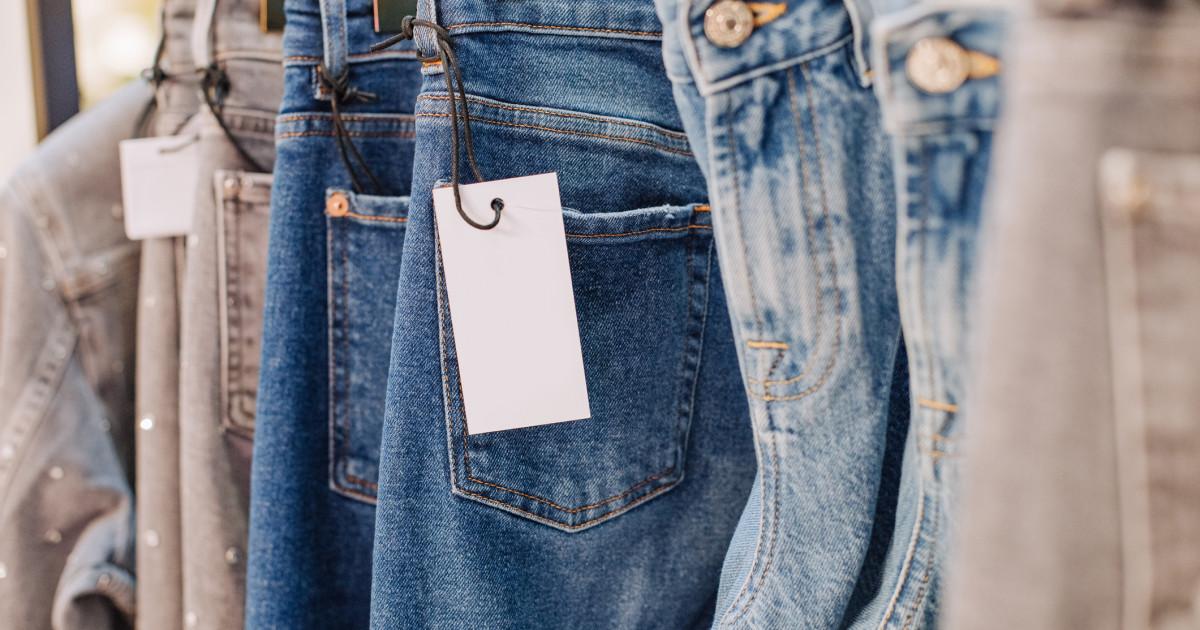 Hainele din bumbac, de la blugi la tricouri, se vor scumpi. Motivele pentru care crește prețul materiei prime