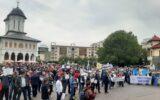 Târgu Jiu: Peste 800 de angajați ai CEO protestează în Piața Prefecturii