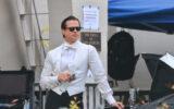 """Cum a fost surprins Brad Pitt, într-o pauză de filmare la pelicula  """"BABYLON"""""""