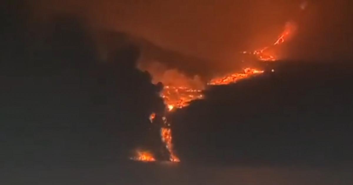 Lava din erupția vulcanului din La Palma a ajuns la ocean