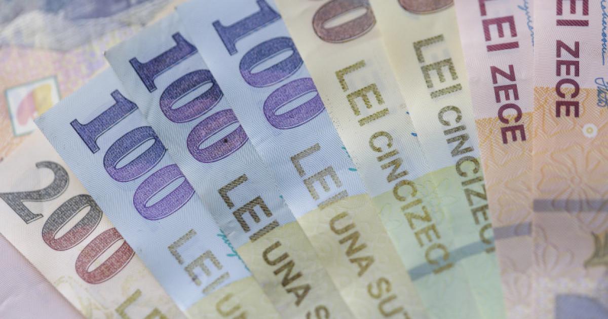 Executivul a adoptat majorarea salariului minim, din 2022. Raluca Turcan: Este o creștere cu aproximativ 130 de lei net