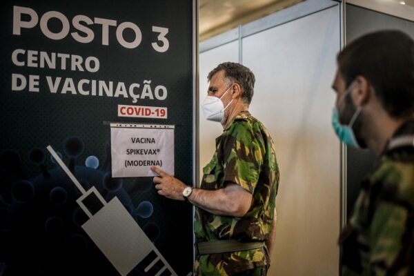 Cum a reuşit viceamiralul Henrique Melo să convingă populaţia din Portugalia să se vaccineze?